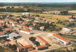 vue-aerienne-bords-mairie-et-nouvelle-ecole
